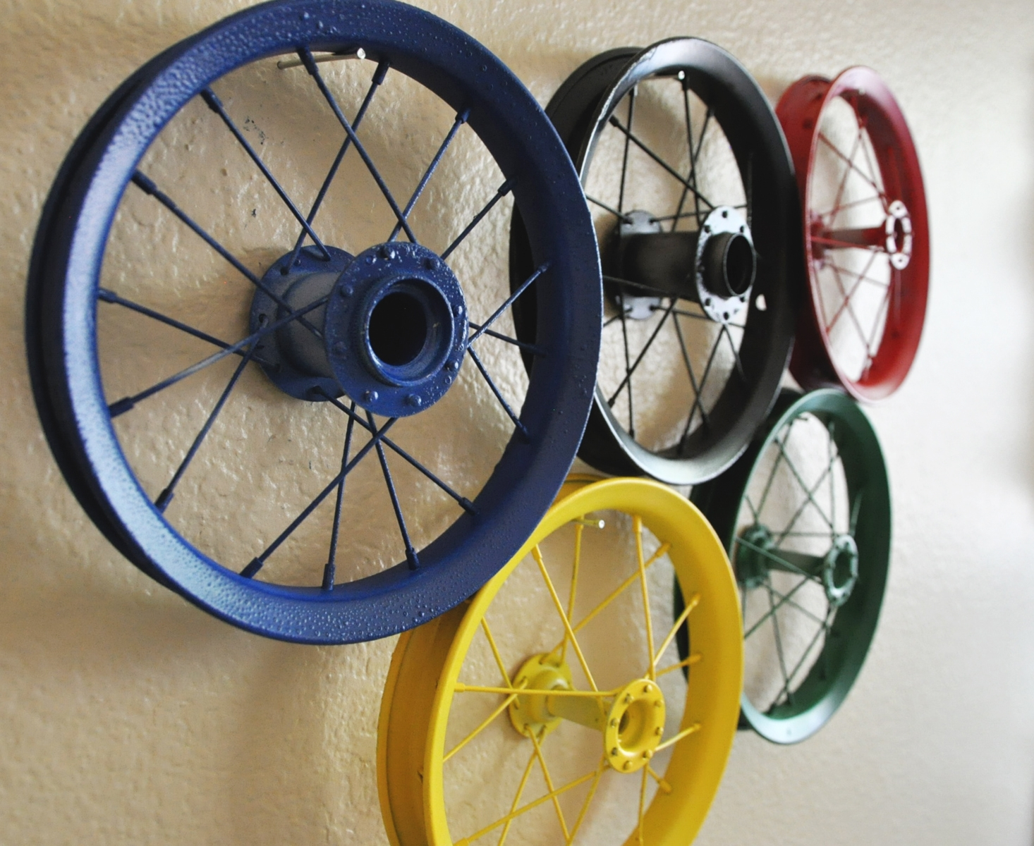 Wheel art on pinterest bicycle art bicycle wheel and google for Bicycle wheel wall art