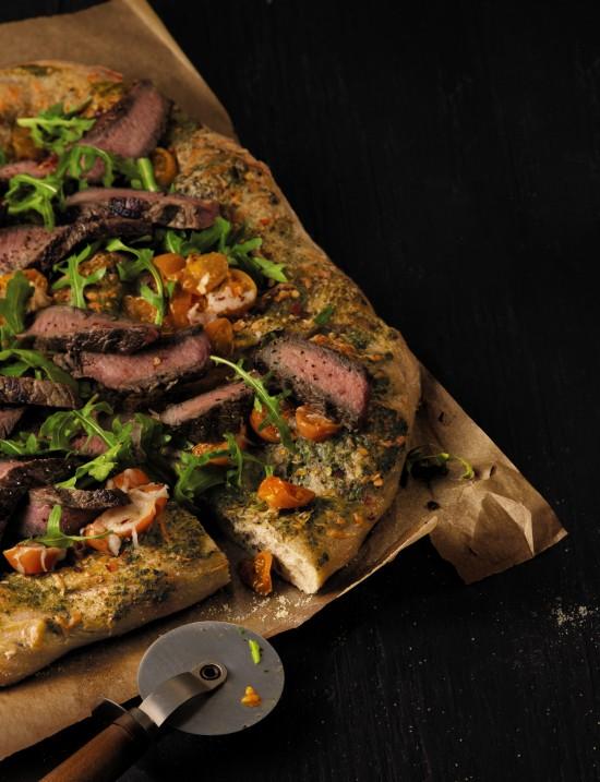 steak pesto pizza