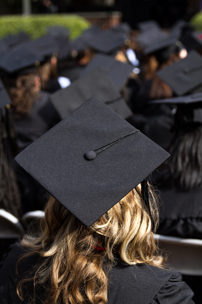 4 Tips to Prepare for Graduation www.herviewfromhome.com