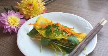 """Vietnamese Sizzling Crêpe - """"Bánh Xèo"""" www.herviewfromhome.com"""