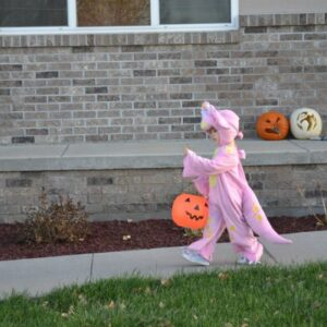 My child has a peanut allergy!  8 tips to make it through Halloween.