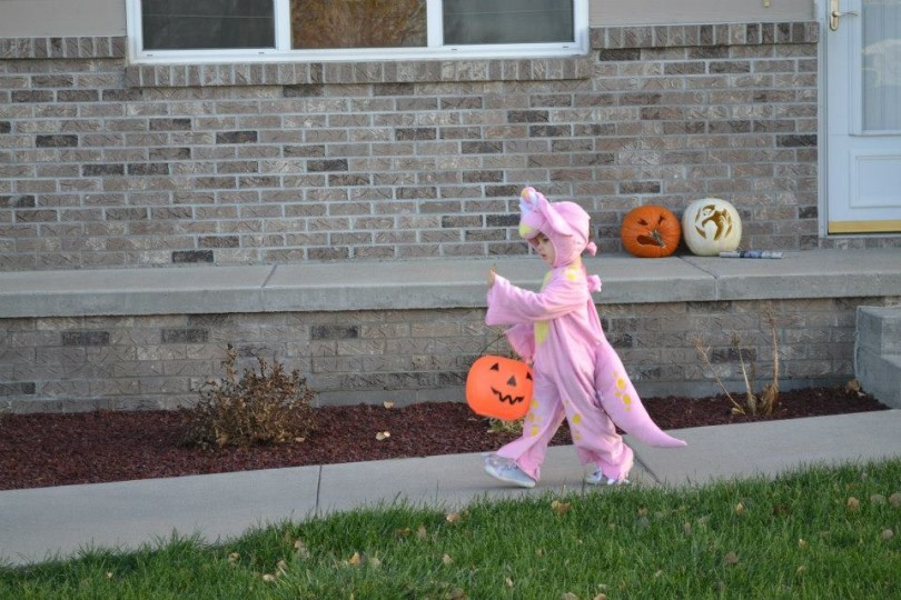 My Child has a Peanut Allergy! 8 Tips to make it through Halloween. www.herviewfromhome.com