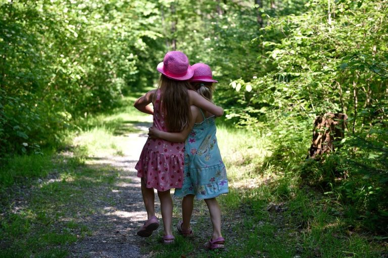 Mothering Our Friendships www.herviewfromhome.com