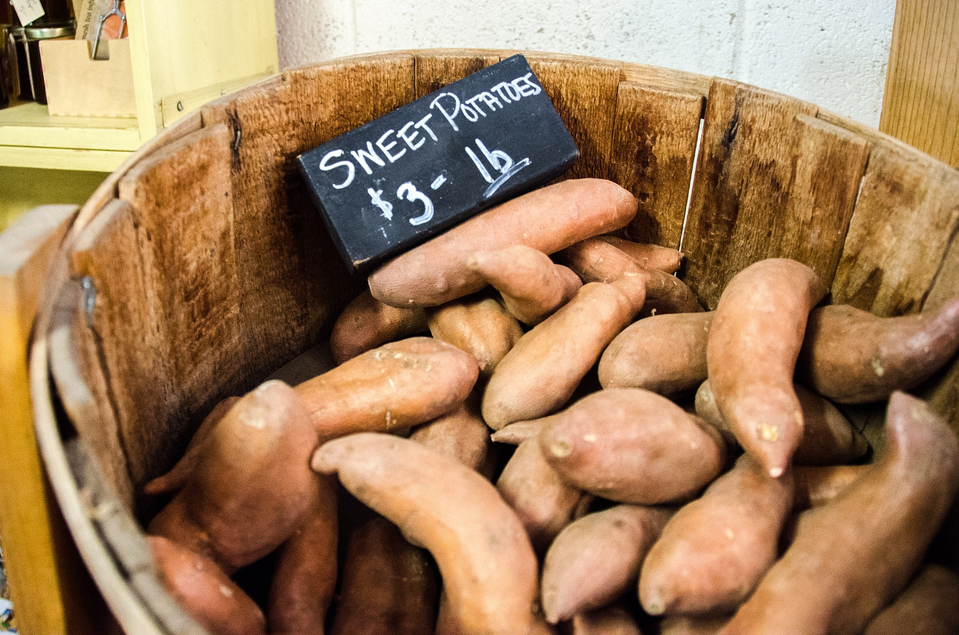 What is the difference between a sweet potato and a yam? www.herviewfromhome.com