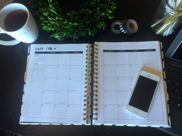 2016 Heart of the Farm Planner (Giveaway)   www.herviewfromhome.com