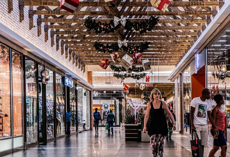Last Minute Tips to Avoiding Stressful Shopping This Holiday Season www.herviewfromhome.com
