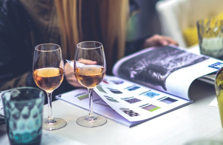 10 tips to plan the perfect girls night in! www.herviewfromhome.com