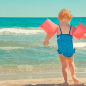 Lifeguard Shares Warning For All Parents—Never Let Your Child Wear Water Wings