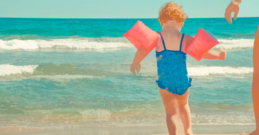 Lifeguard Shares Warning For All Parents—Don't Use Water Wings in the Swimming Pool www.herviewfromhome.com