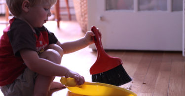 One Sure Fire Way to Get Your Kids to Do Summer Chores www.herviewfromhome.com