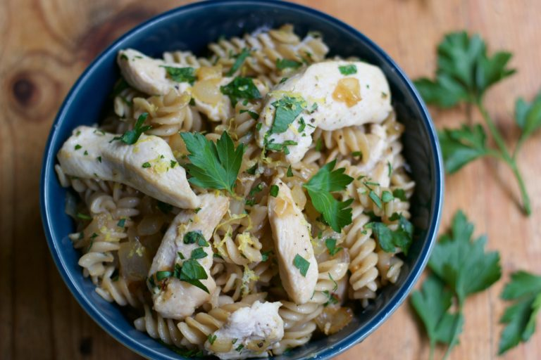 How to Simplify Weeknight Dinners & Please Everyone www.herviewfromhome.com