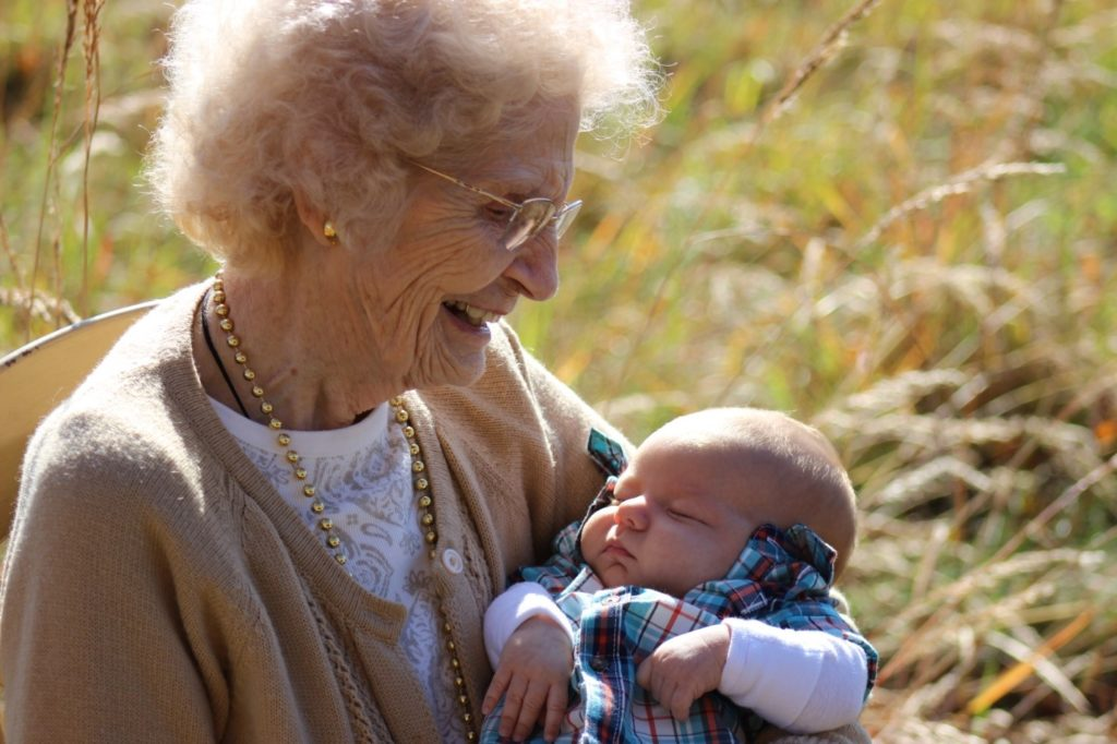 The Benefit of Experience: 7 Grandmas Share Advice for New Moms www.herviewfromhome.com