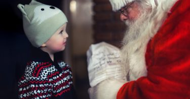 Just Say No To The Santa Wars! www.herviewfromhome.com
