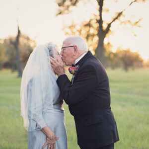 Sweet Couple Celebrates their 70th Wedding Anniversary Taking the Wedding Pictures They Never Had