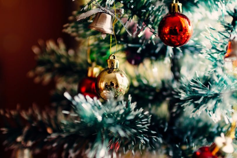 Why I Embrace My Holly Jolly Gaudy Christmas Tree www.herviewfromhome.com