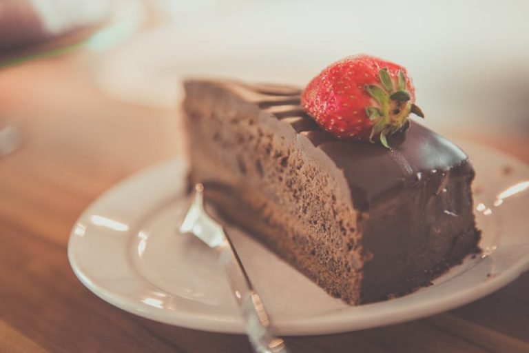 Dear Cake-Shamed Mom www.herviewfromhome.com