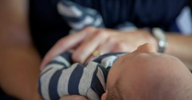 I Planned To Breastfeed, But My Baby Had A Different Agenda www.herviewfromhome.com