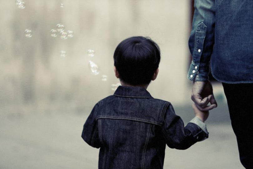 Parents Are Freaking Out Over Recent Facebook Posts On Human Traffickers - What Does An Expert Have To Say? www.herviewfromhome.com