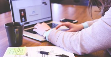 10 Reasons Why Moms Make Great Hires www.herviewfromhome.com