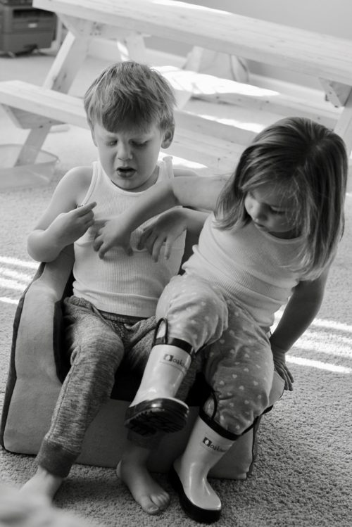 12 Lively Photos of Busy Toddler Siblings Prove Moms Everywhere Are Exhausted www.herviewfromhome.com