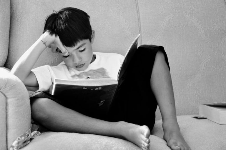 8 Tips for Raising a Reader www.herviewfromhome.com