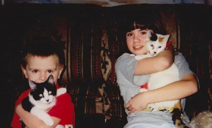 Being A Big Sister Helped Prepare Me To Be A Mom www.herviewfromhome.com