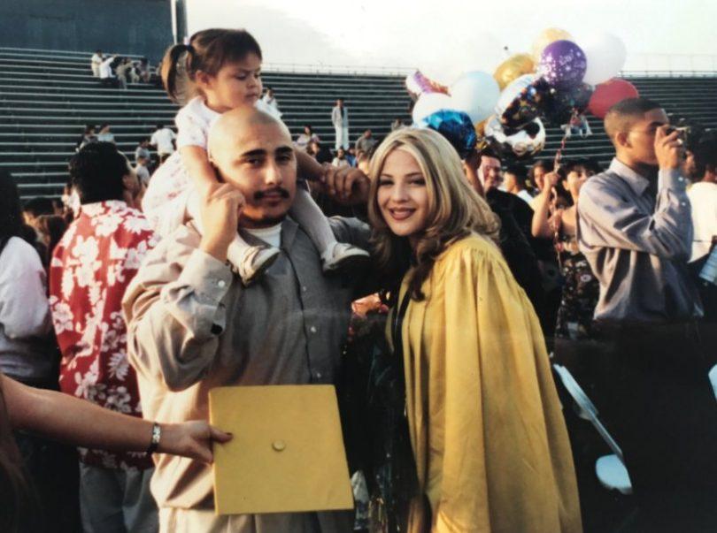 Graduate Recreates Unique Graduation Photo in Honor of Her Parents www.herviewfromhome.com
