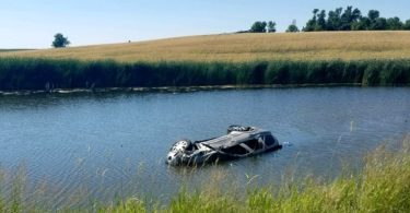Everyday Heroes Rescue Three Children from Sinking SUV www.herviewfromhome.com