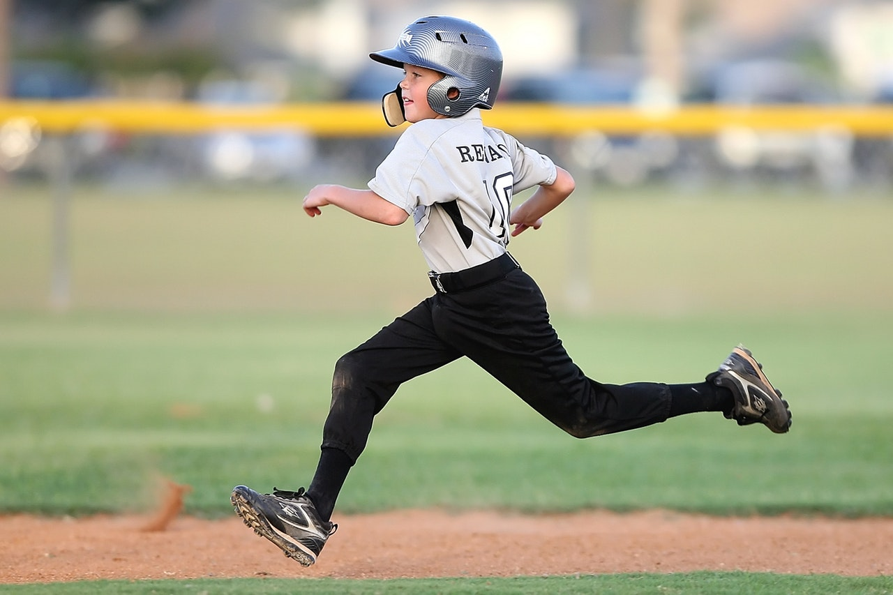 Mom Confession: My Kid is a Sports Fanatic and I Hate Sports www.herviewfromhome.com