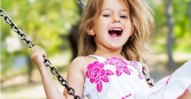 To the Woman Swinging My Toddler at the Park www.herviewfromhome.com