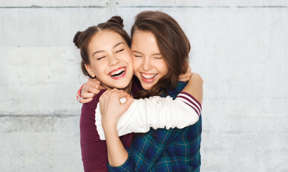 A Girl's Guide to Being a Good Friend www.herviewfromhome.com