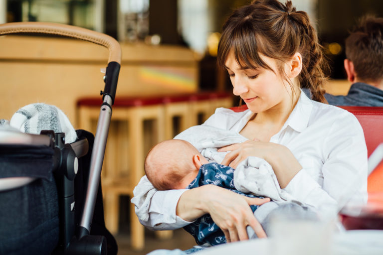 I'm Afraid to Breastfeed in Public www.herviewfromhome.com