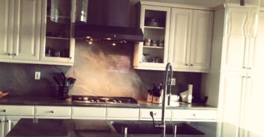 I Can't Help It—I Need to Have Clean Counters www.herviewfromhome.com