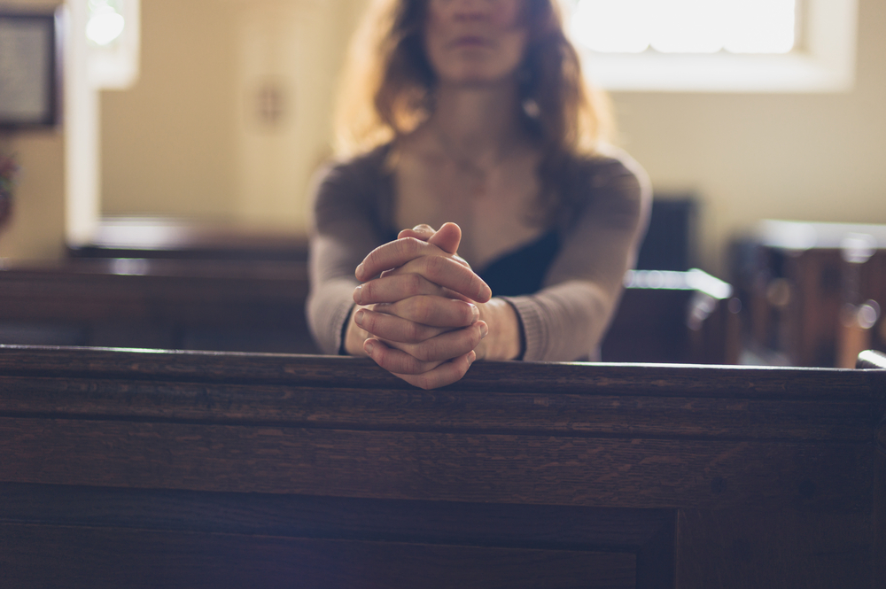 To the Married Mom Who Sits Alone In the Pew www.herviewfromhome.com