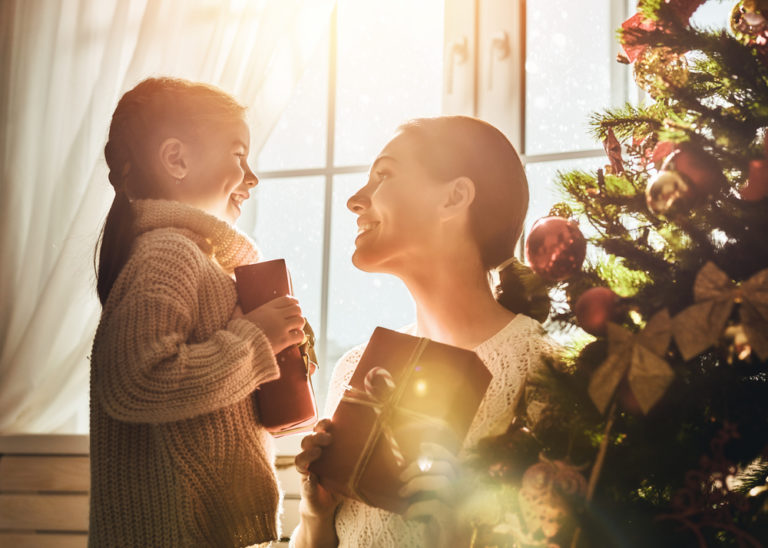 15 Perfect Holiday Gifts For the Mom in Your Life www.herviewfromhome.com
