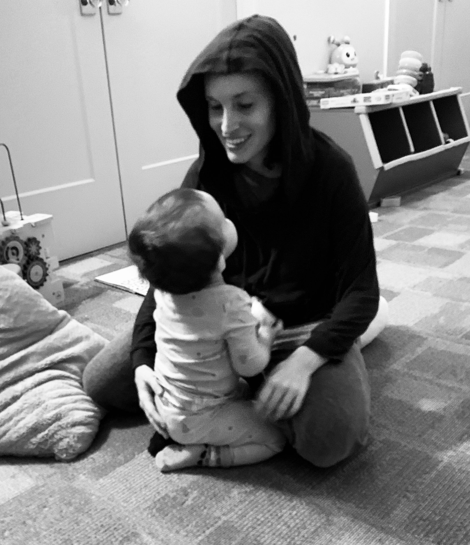 Sweet Moments in the Chaos of Motherhood Make it All Worth it www.herviewfromhome.com