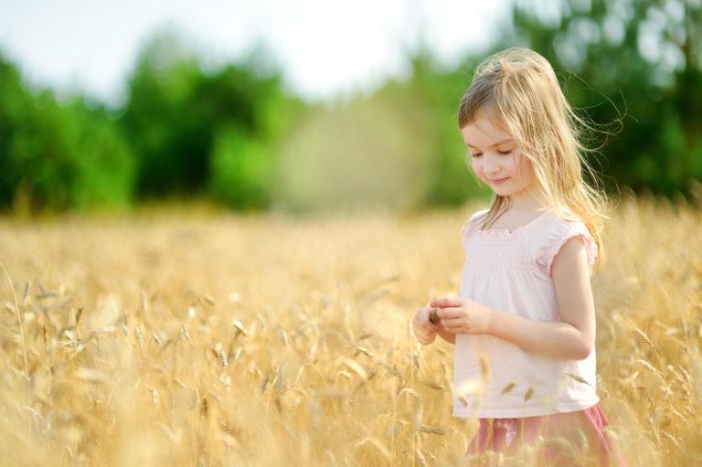 girl in field www.herviewfromhome.com