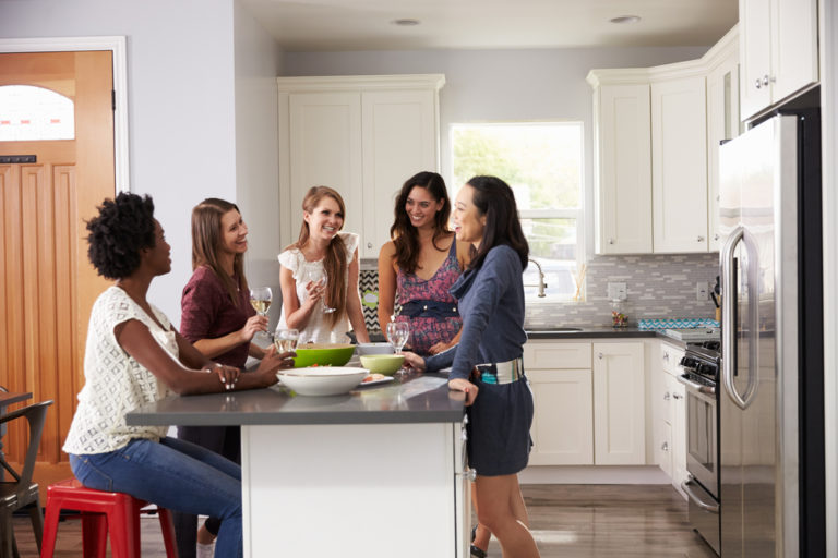 mom friends, friendship, motherhood, making friends, www.herviewfromhome.com