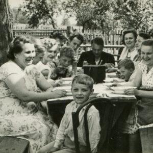 Dear Modern, Busy People: Bring Back Family Gatherings