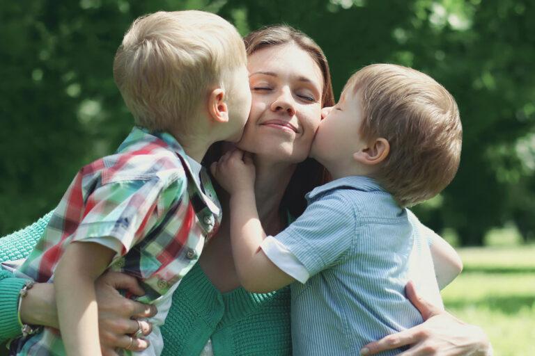 Little boys kissing mom