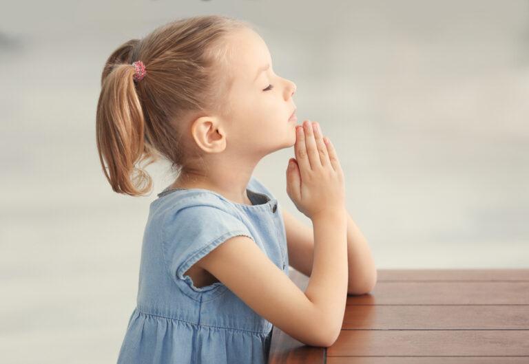 Little girl praying