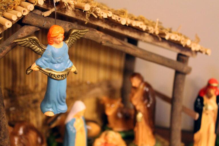 Nativity set with angel Gloria