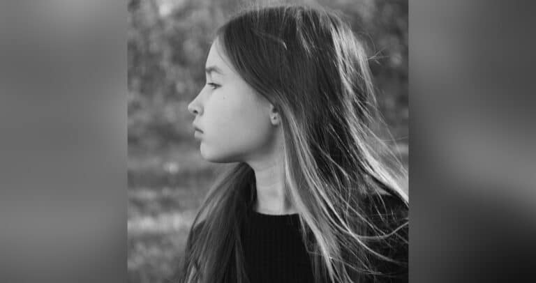 Young girl, black-and-white photo